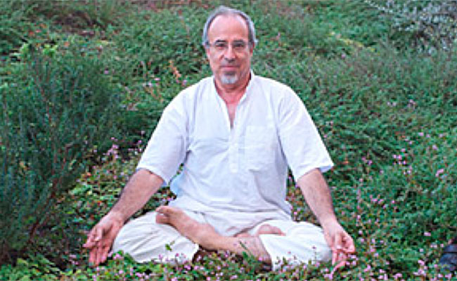 Yoga for Eldery and Sadhana/Abhyasa with Prof. Amândio Figueiredo