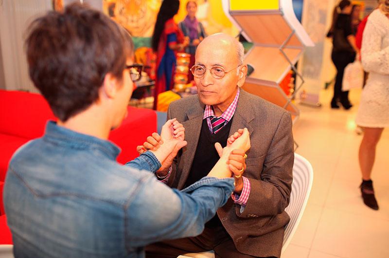 EWAC-Gesundheitsmesse - Pulsdiagnose Dr. Lad